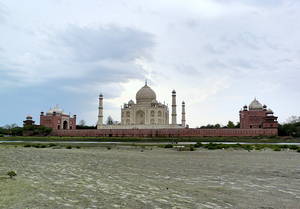 7 Secret Tourist-Free Spots To View India's Most Famous Attractions