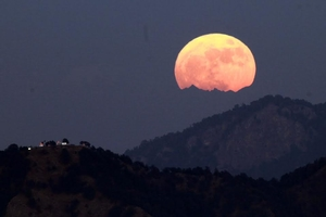 11 Pictures Show How The World Captured The Surreal Supermoon Last Night
