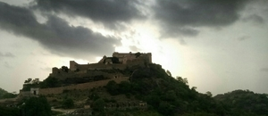 India has a wall, too.. Kumbhalgarh !