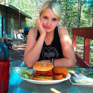 Katya Laroche Travel Blogger