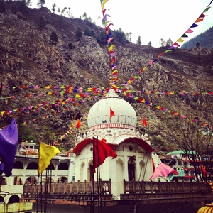Khirganga. Trek through apple blossoms, waterfalls and hot spring heaven