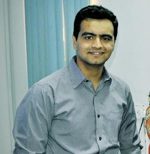 Monil Joshi Travel Blogger