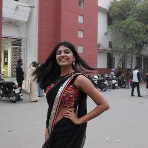 Himanshi Yadav Travel Blogger