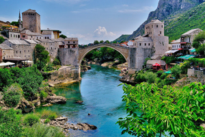 Nero in Bosnia: Walking in Mostar