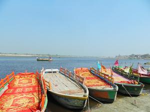 Vrindavan: Following steps of Radha-Krishan raas-leela