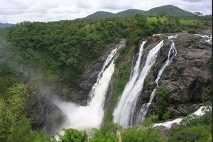 A Road trip to Shivanasamundra Falls :beauty of Karnataka