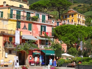 The Chaotic Land of Five Villages: Cinque Terre, Italy!