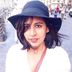 Sara Suri Travel Blogger
