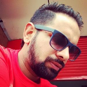 sunny Travel Blogger