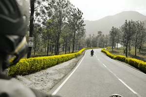 2 bikes, 3 friends and some 40 hair pin bends! VALPARAI.