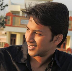 Manu Khandelwal Travel Blogger