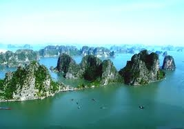 Cruising in Halong Bay!