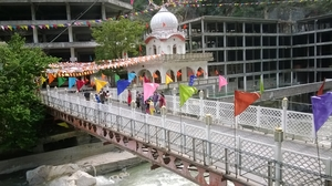 """Manikaran Sahib Gurudwara : A Heaven in the Himalayas"""