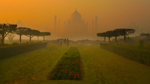 10 Outstanding Photos Of Taj Mahal In Different Seasons And By Night