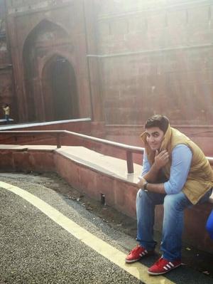 Eishaan Shukla Travel Blogger