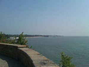 Seascapes, castles and caves of Diu