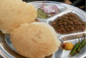 Top 10 delicious street food in Delhi