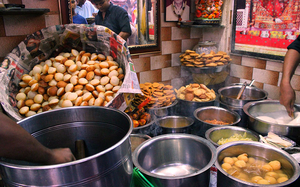 Top 10 delicious street food in Delhi