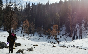 Which is a better trek in winter? Deoriatal or Kedarkantha?