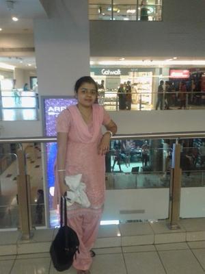 Simran Solomon Travel Blogger