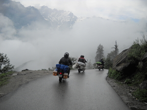 "Bike ride to the Highest Motor-able Road In the World ""KHARDUNG-LA"""