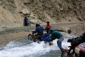 """Bike ride to the Highest Motor-able Road In the World """"KHARDUNG-LA"""""""