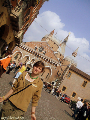 Audrey Travel Blogger