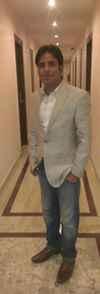 Zeeshan Nezami Travel Blogger