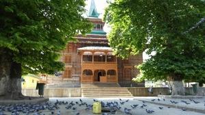 People of Kashmir Showed Me That Srinagar Is More Than Just Dal Lake and Shikaras