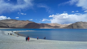 '3 Idiots' Has Brought A Bunch Of Idiots To Pangong Tso And We Really Need To Talk About It