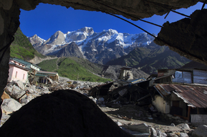 Kedarnath shrine tries to shine
