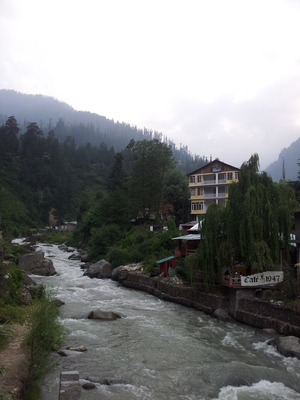 Old Manali- The River, the mountain chill, amazing food, trance.....