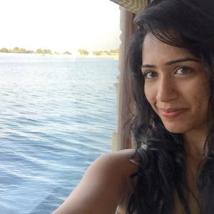 dhanisa Travel Blogger