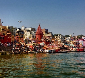 Backpacking Varanasi : An amazing blend of Cows, Temples, Alleys and Bhaang Lassis.