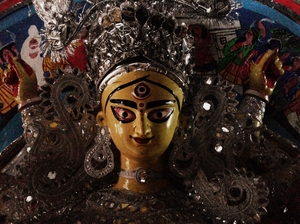 Discover Kolkata - Beauty peeking through veils @Kumartuli