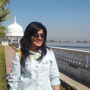 Esha Travel Blogger