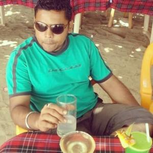 Shimon Figarado Travel Blogger
