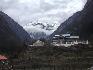 Embraced by the mountains @ Parvati Valley