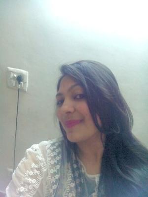 monica  Travel Blogger