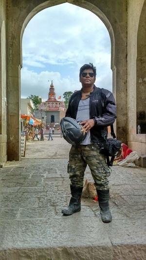 Kalakaar Vinay Vasant Maner Travel Blogger