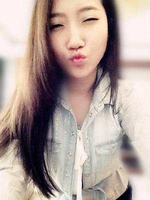 Niki Li Travel Blogger