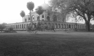 A walk to Humayu's Tomb