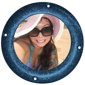 Melanie Lee Travel Blogger