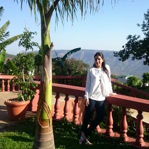 theutopian Travel Blogger