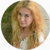 Elena Travel Blogger