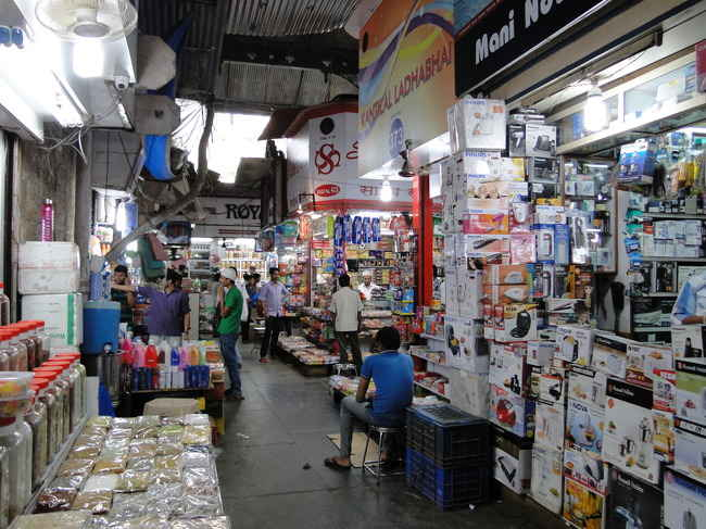 15 Wholesale Markets in Mumbai: Where to shop for clothes