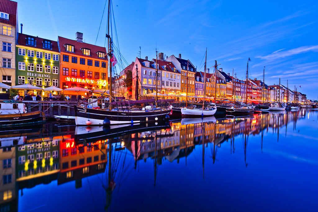 दुनिया की 20 सबसे रंग बिरंगी जगह जो आपके दिन को और रंगीन बना देंगी