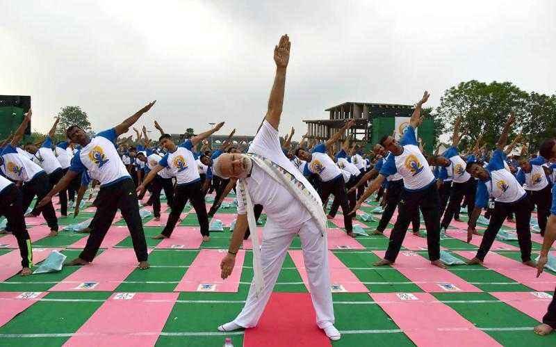 अंतरराष्ट्रीय योग दिवस: योग तय कर चुका है भारत की गलियों से ग्लोबल त्योहार बनने का सफर