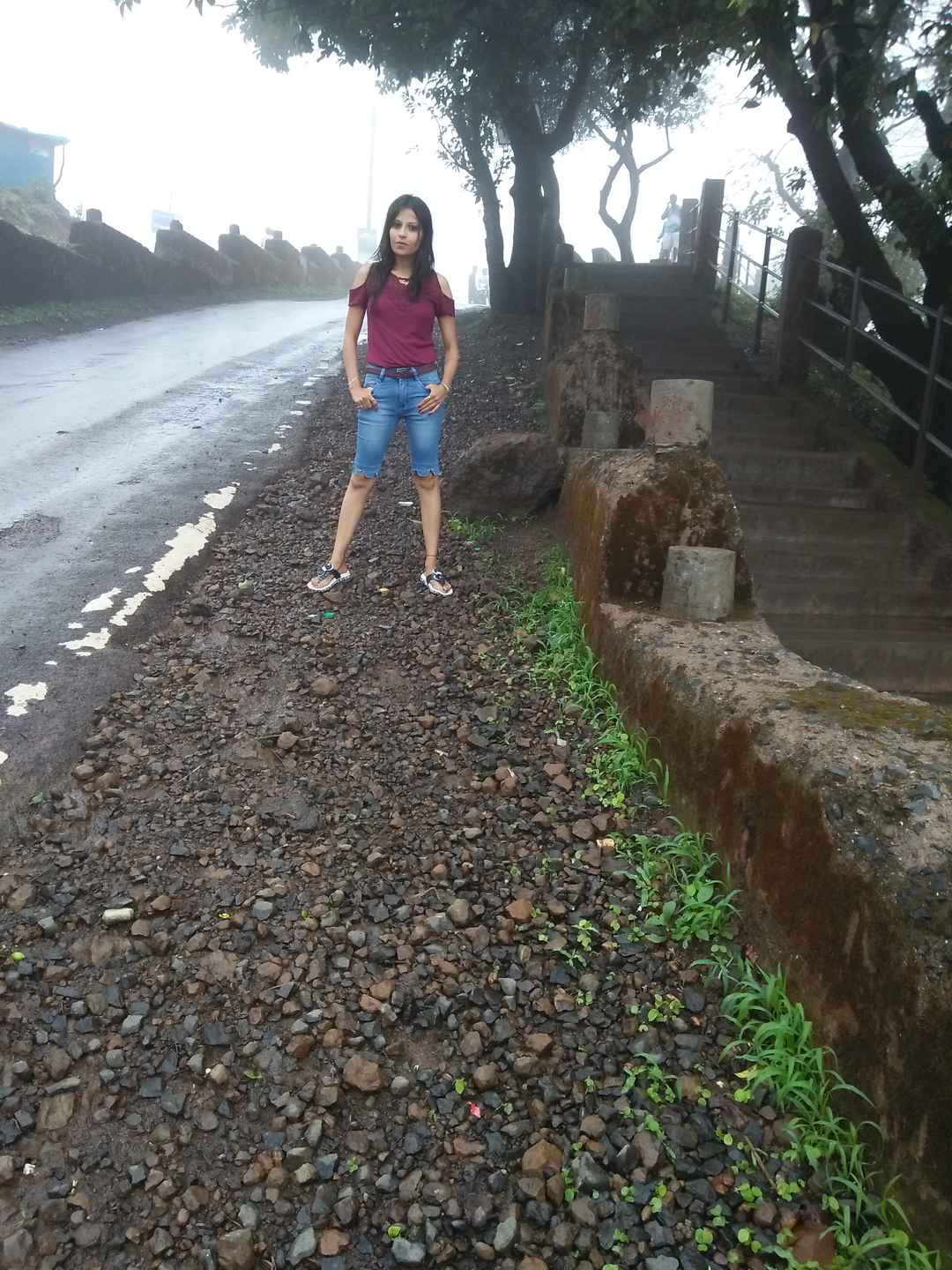 #SelfieWithAView #TripotoCommunity  Mansoon masti with cloudy sky, fog & rain at hill station