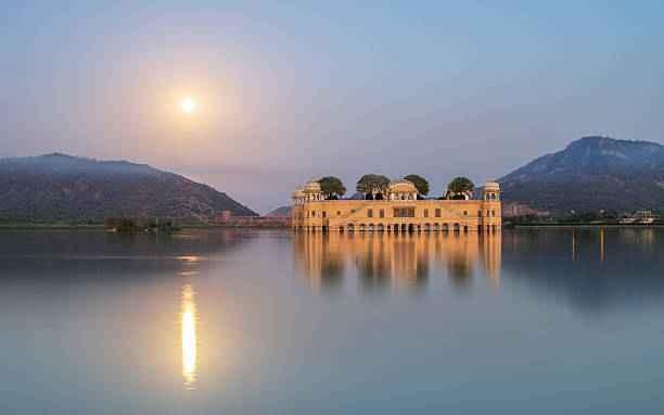 झील में तैरता एक रहस्यमयी महल: जलमहल - Tripoto